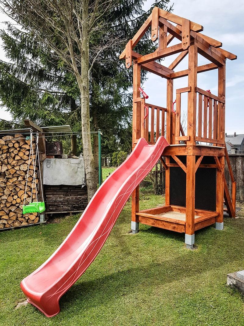 Spielturm Holz fertig