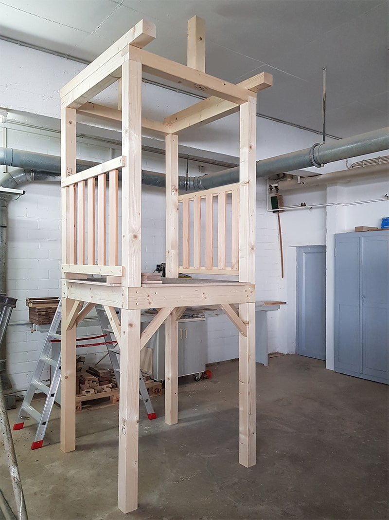 Spielturm im Bau